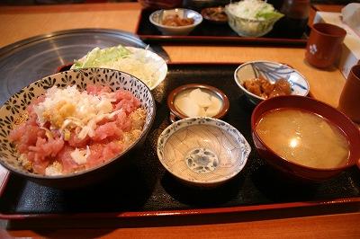 マグロたたき丼